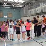 Kinder und Trainer motivieren sich gegenseitig